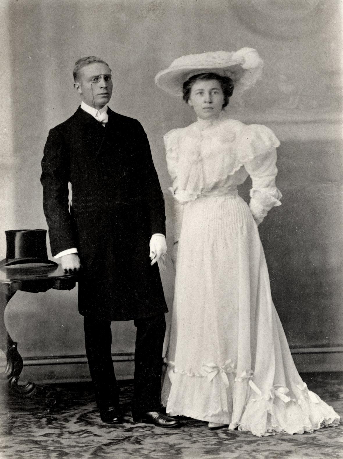 Prof_Ferdinand_Postma_en_Margaretha_Coetsee_se_troufoto,_Potchefstroom,_Julie_1905