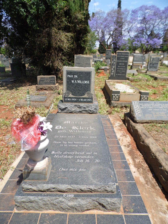 Marike_de_Klerk_en_haar_vader_se_graf.JPG