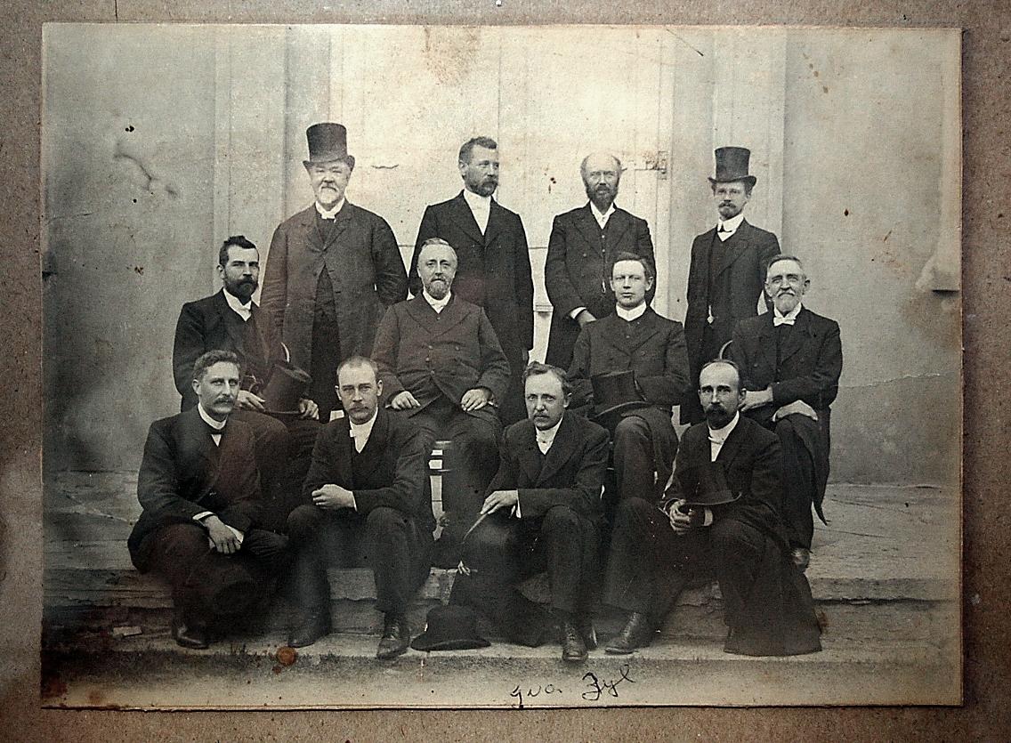 Vergadering_van_die_Klassis_Kaapkolonie_van_die_Gereformeerde_Kerk_op_Molteno,_omstreeks_1910.jpg