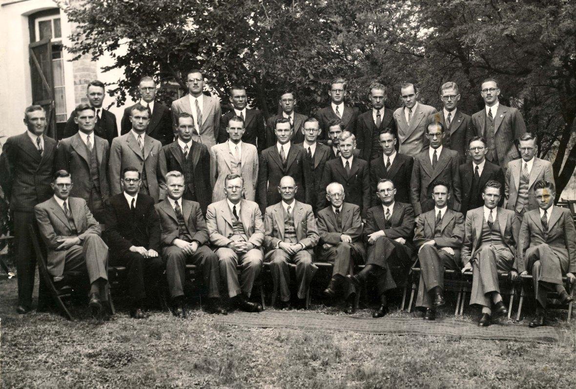 Professore_en_studente_van_die_Teologiese_Skool_Potchefstroom,_1947.jpg