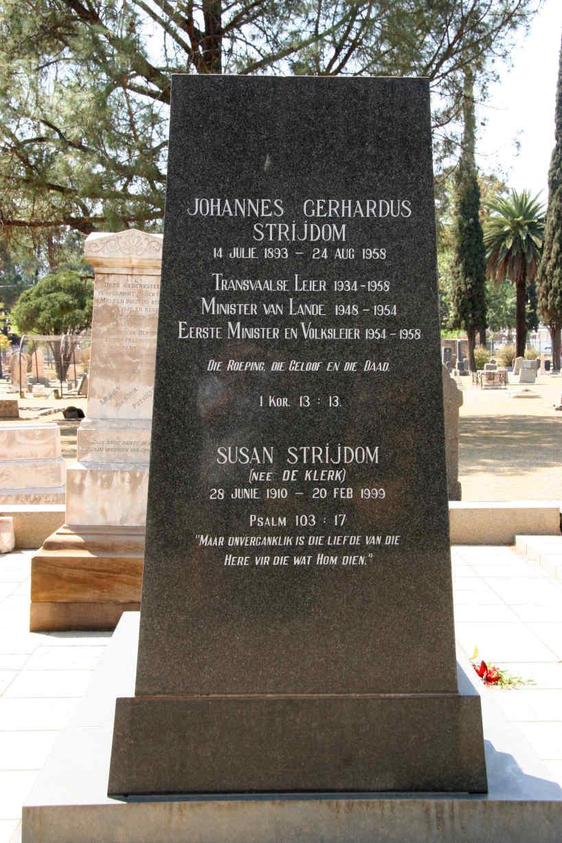 Adv_JG_en_mev_Susan_Strijdom_se_graf_in_die_Kerkstraat-begraafplaas,_Pretoria-Wes,_foto_deur_Brian_Kaighin,_24_September_2007.jpg