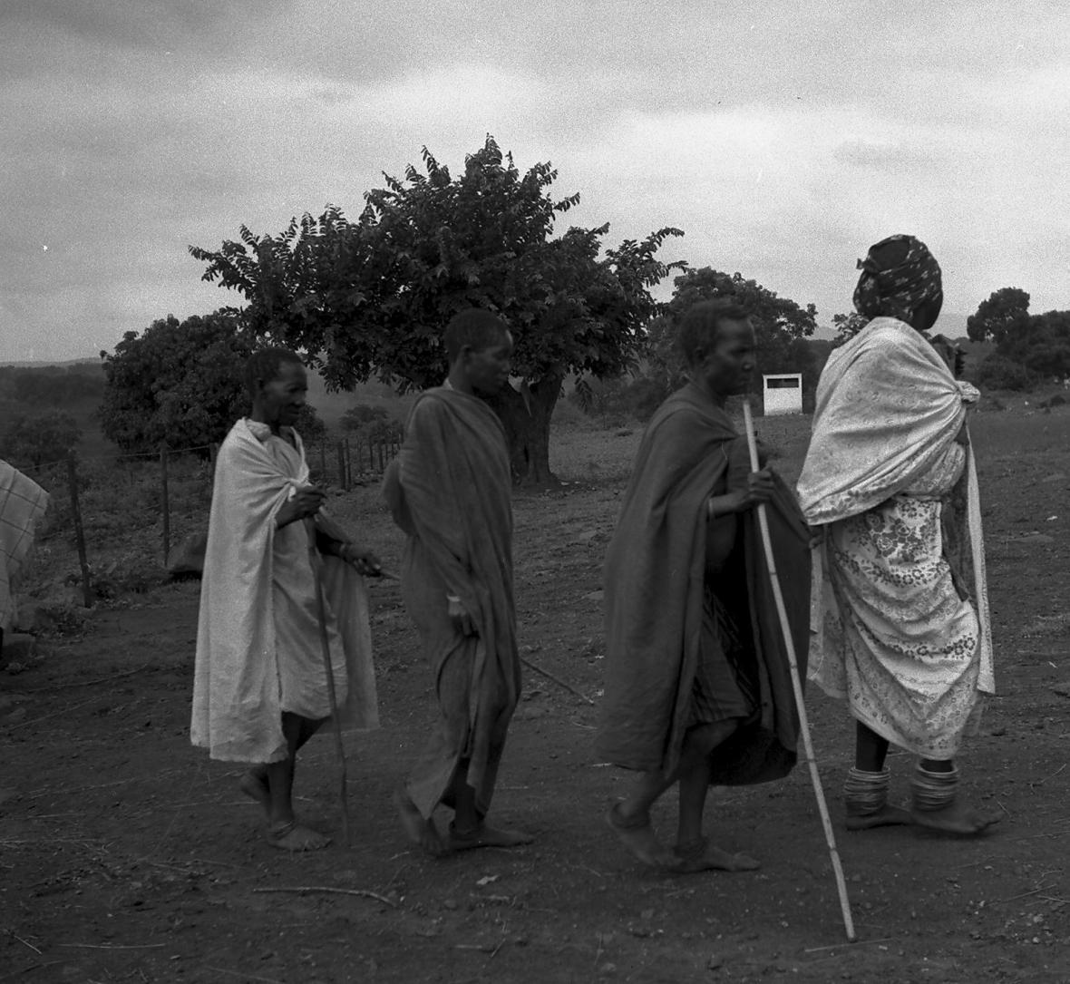 Blinde pasiente  word gelei na Siloam 1961.JPG