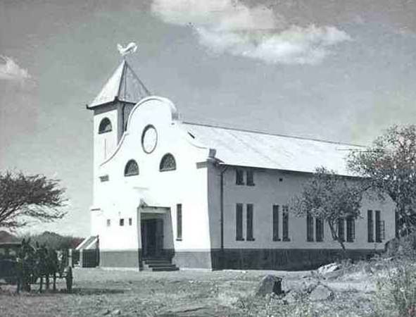 GK_Brits_Mei_1942_eerste_kerkgebou_word_in_gebruik_geneem.jpg