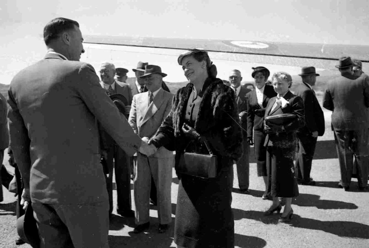Susan_Strijdom_op_besoek_aan_Suidwes-Afrika,_1955.jpg