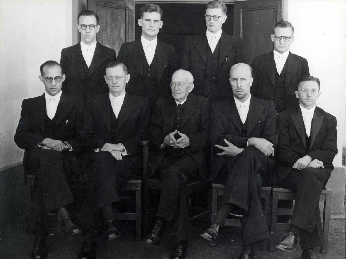 die_finalejaarstudente_van_die_teologiese_skool_potchefstroom_met_die_uittrede_van_totius_1949.jpg