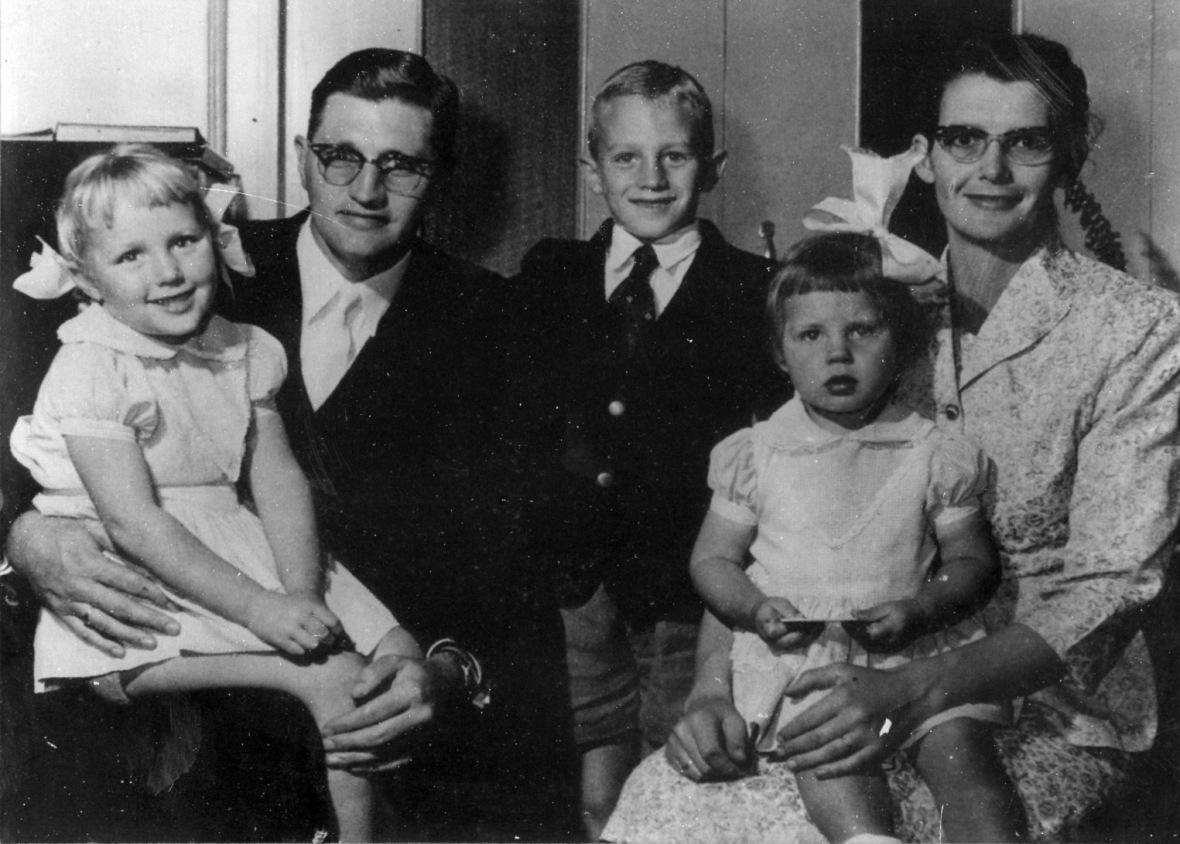 Ds Benoon Duvenage en gesien, omstreeks 1958.jpg