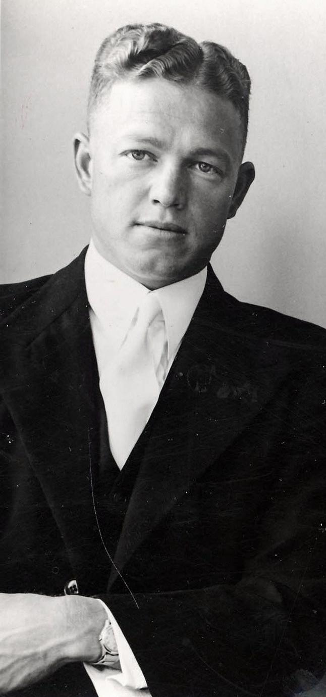 ds_fires_van_vuuren_as_finalejaarstudent_aan_die_teologiese_skool_potchefstroom_1951.jpg