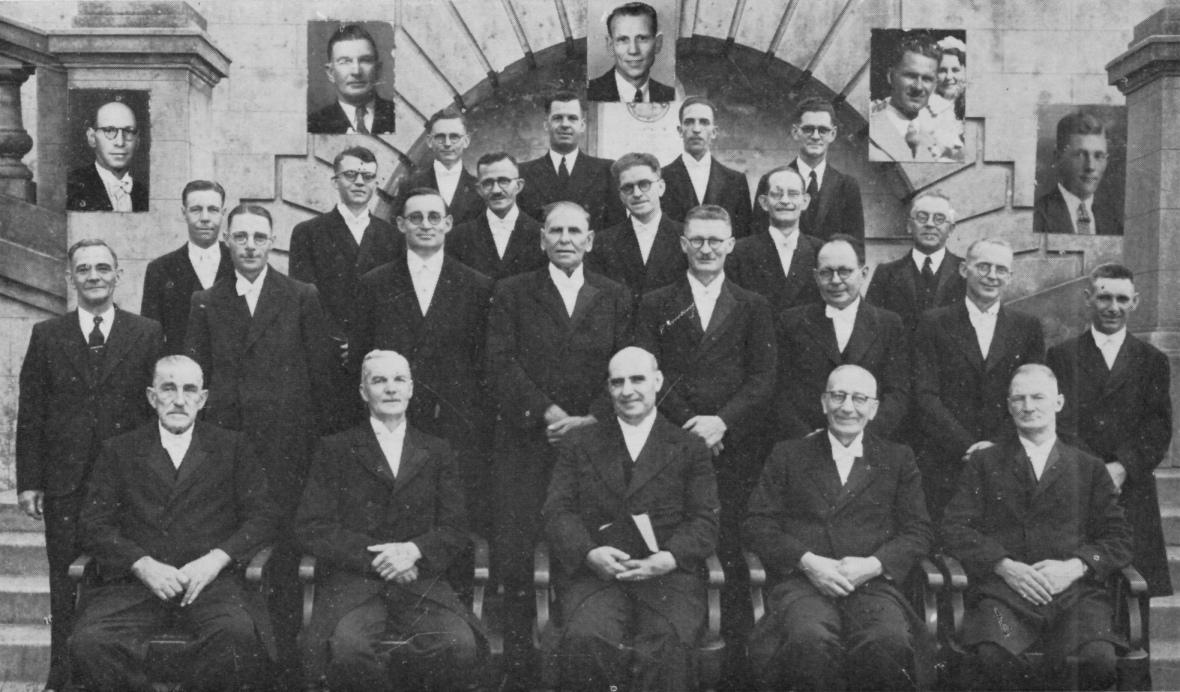 Gereformeerde_kerk_Durban,_kerkraad,_Maart_1945.jpg