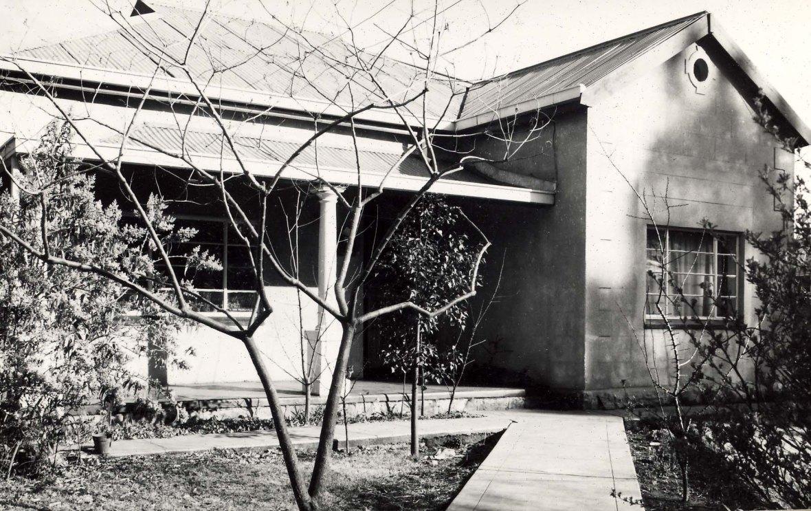 Prof Duvenhage se huis, later gebruik as koshuis . Hv Molen & Esselenstr 216.jpg