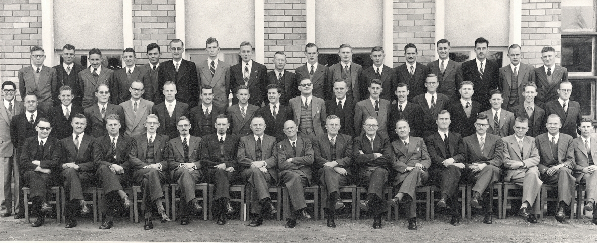 Professore_en_studente_aan_die_Teologiese_Skool_Potchefstroom,_1955.jpg