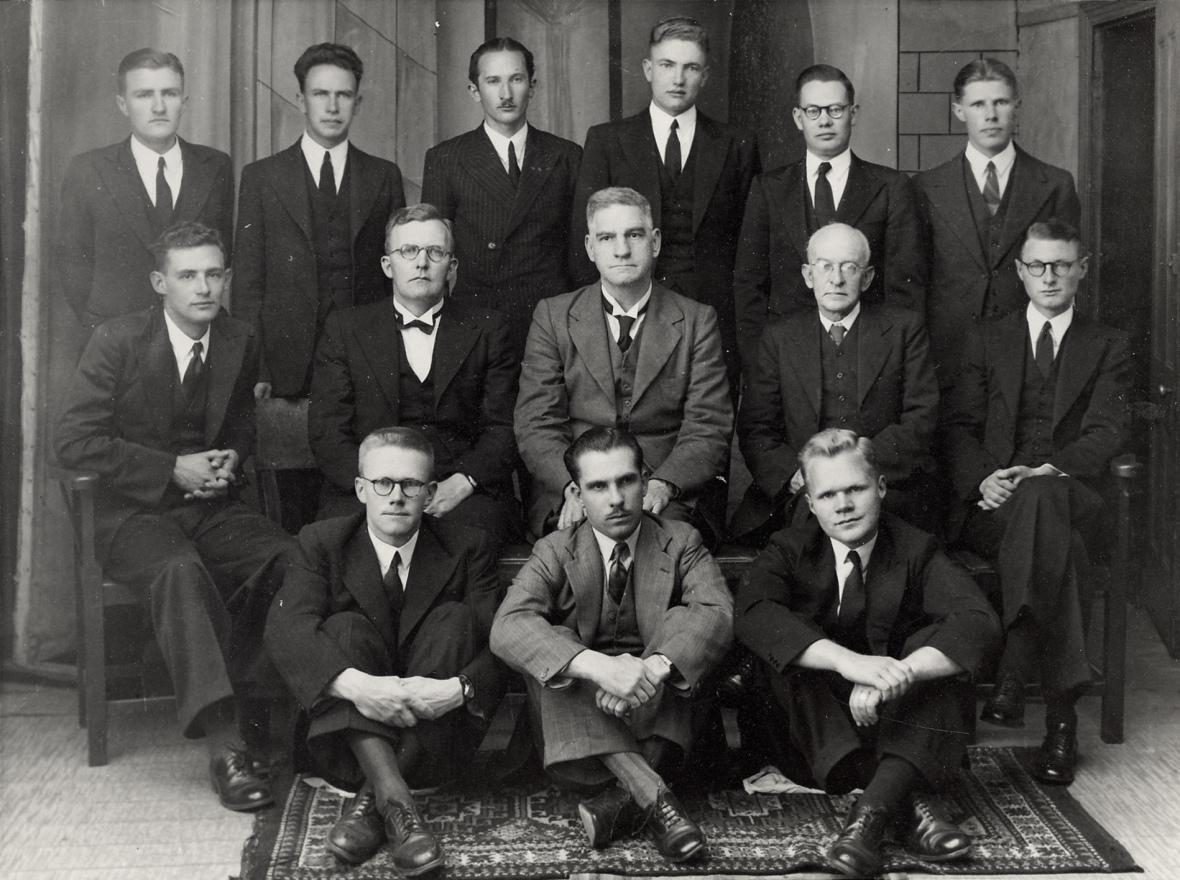 Studente_en_professore_van_die_Teologiese_Skool_Potchefstroom,_1944.jpg