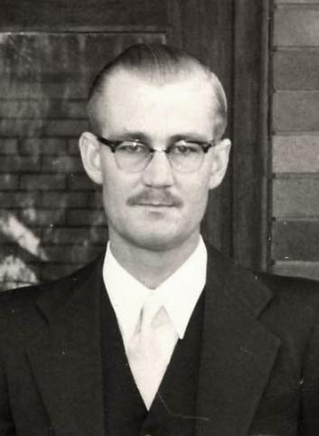 Ds_Peet_Steyn_as_vierdejaarstudent_aan_die_Teologiese_Skool_Potchefstroom,_1957.jpg
