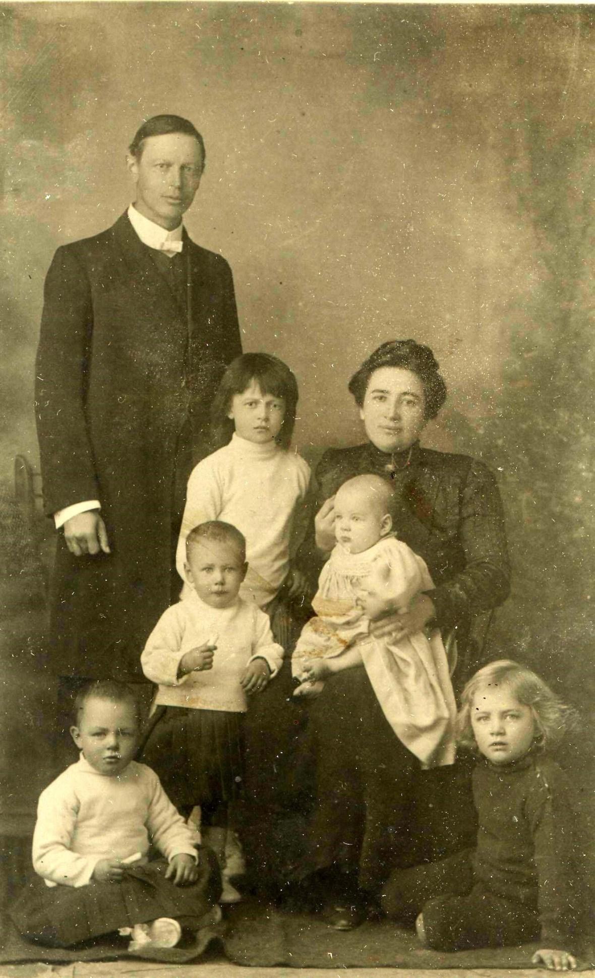 Postma Ds Dirk (jnr) en sy eerste vrou Alida en kinders