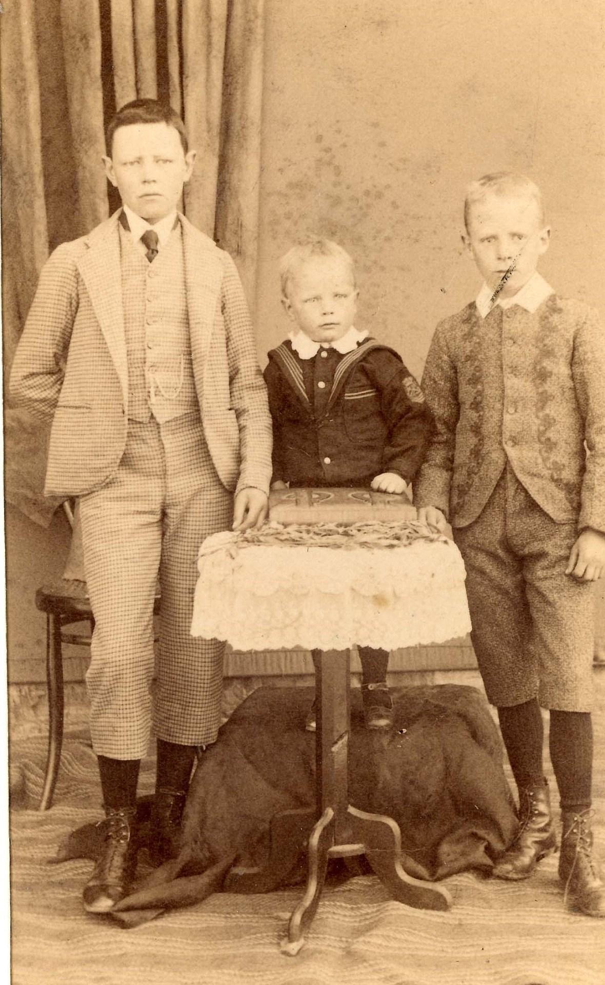 Postmakinders Dirk, Ferdinand & Robert 418