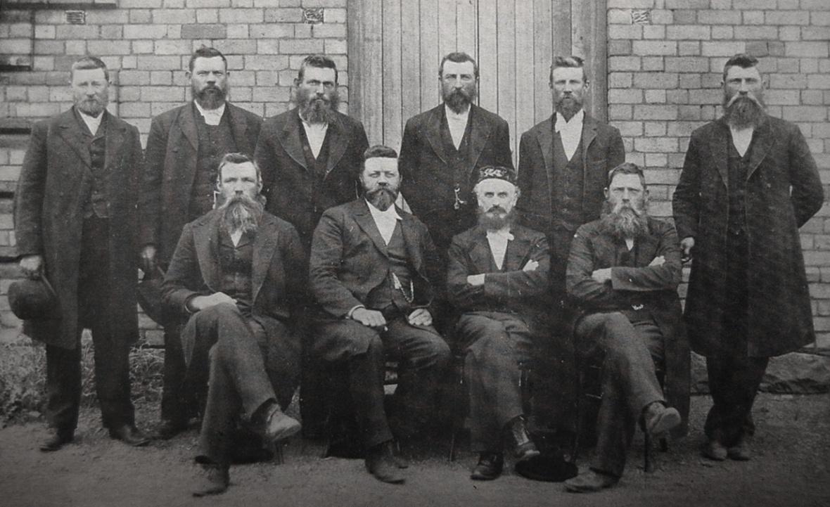 Die_eerste_kerkraad_van_die_Gereformeerde_kerk_Strydenburg_(toe_nog_'n_Kruiskerk)_onder_leiding_van_ds_SJ_du_Toit,_1897